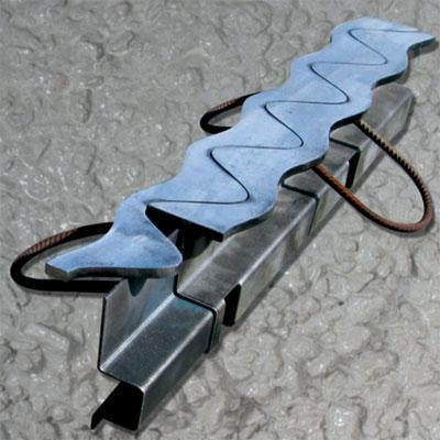 Синус-профиль направляющие для бетонных полов c верхней Sin-полосой из чёрного металла