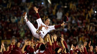 As team manager, Senichi Hoshino guided the Tohoku Rakuten Golden Eagles to national baseball glory. He later laid the foundations for the team's future, serving as the team's senior advisor and vice chairman. He passed away on January 4, 2018 at age 70.