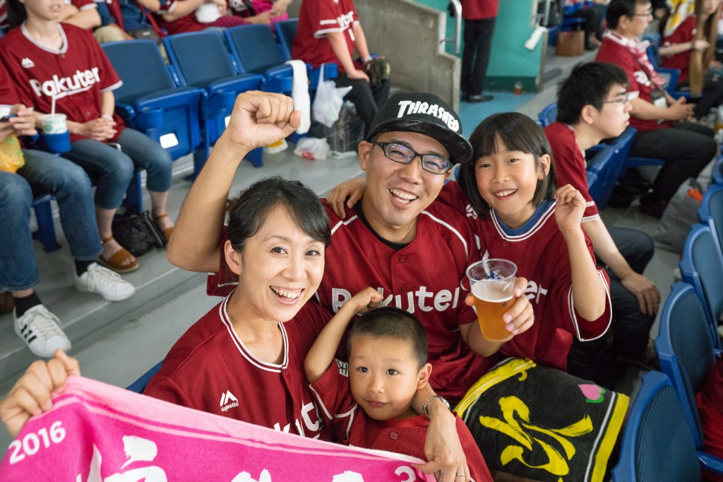 Koji Shiba (center) and his family had a ball at Tokyo Dome.