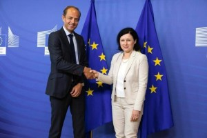 Rakuten France's COO Cedric Dufour and European Commissioner for Justice, Consumers & Gender Equality Vera Jourova celebrate the launch of the first ever voluntary Product Safety Pledge in Brussels.