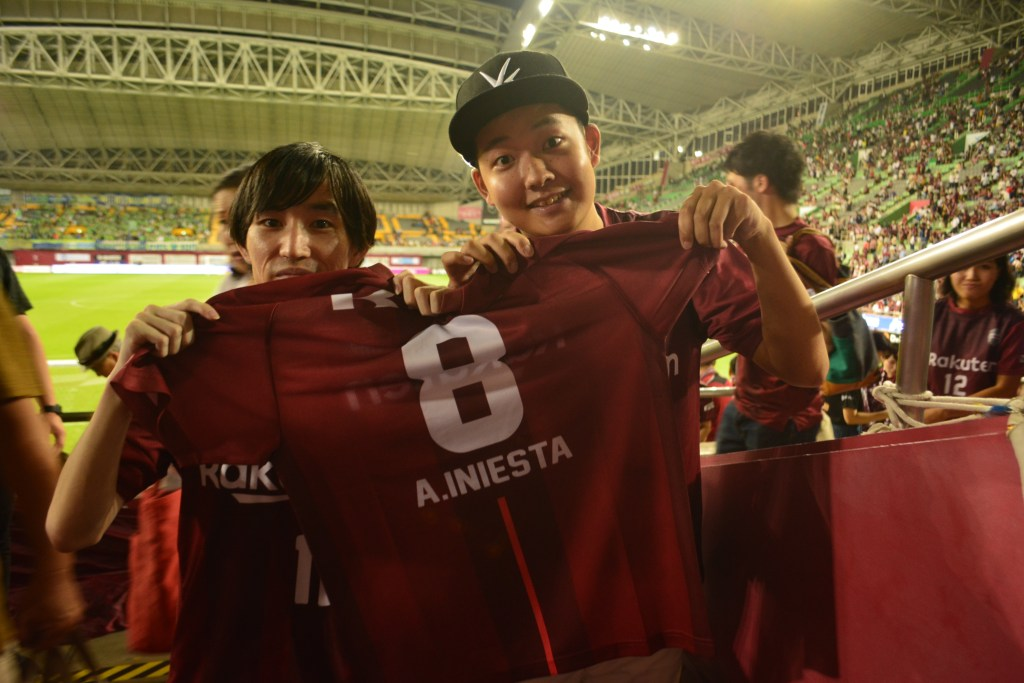 "Maekawa (l) and friend Takashi Sawada (r): I'm really lookingforward to our next game. What's more Podolski will hopefully be back from injury next month. I really want to see how both players can link up,""said Maekawa."