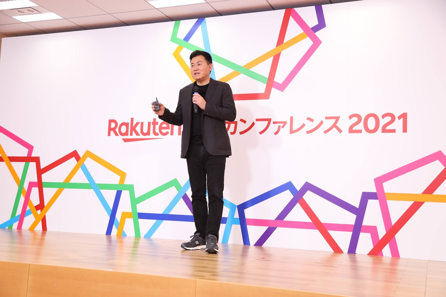 A record number of merchants registered for this year's Rakuten New Year Conference to hear Mickey Mikitani share his vision for the future of e-commerce.