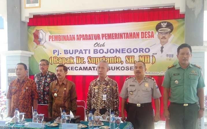 Pj Bupati Bojonegoro Gelar Pembinaan Aparatur Pemerintahan Desa, di Sukosewu 1