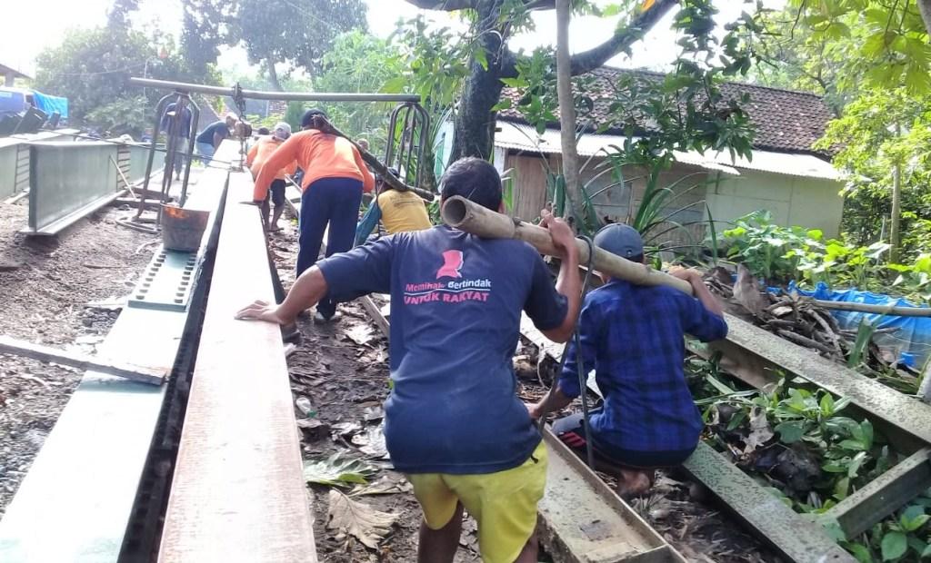 Jembatan Darurat Proyek BKD Desa Panjang, Kedungadem, Hanyut dan Hilang Terbawa Arus Sungai. Warga Dusun Tlawah Terisolasi Selama 2 Hari 1
