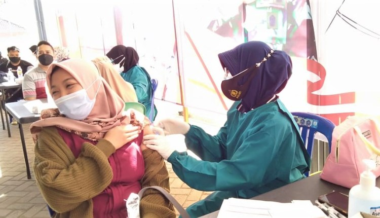 polres bojonegoro gelar vaksinasi covid 19, 600 dosis kesatu,
