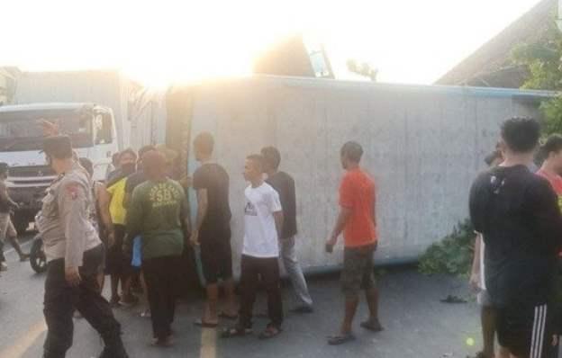 bus terguling