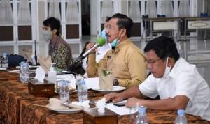 Asisten Administrasi Pemprov Sumut Arsyad Lubis (foto tengah). Foto : Biro Humas dan Keprotokolan Setdaprov Sumut/ Imam Syahputra