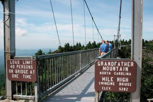 grandfather-mtn-swinging-bridge