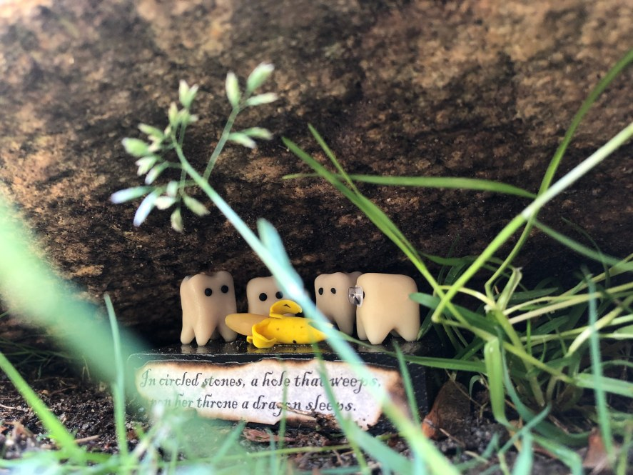 A sculpture from Graymon Ward's Tiny Art Scavenger Hunt at Fred Fletcher Park