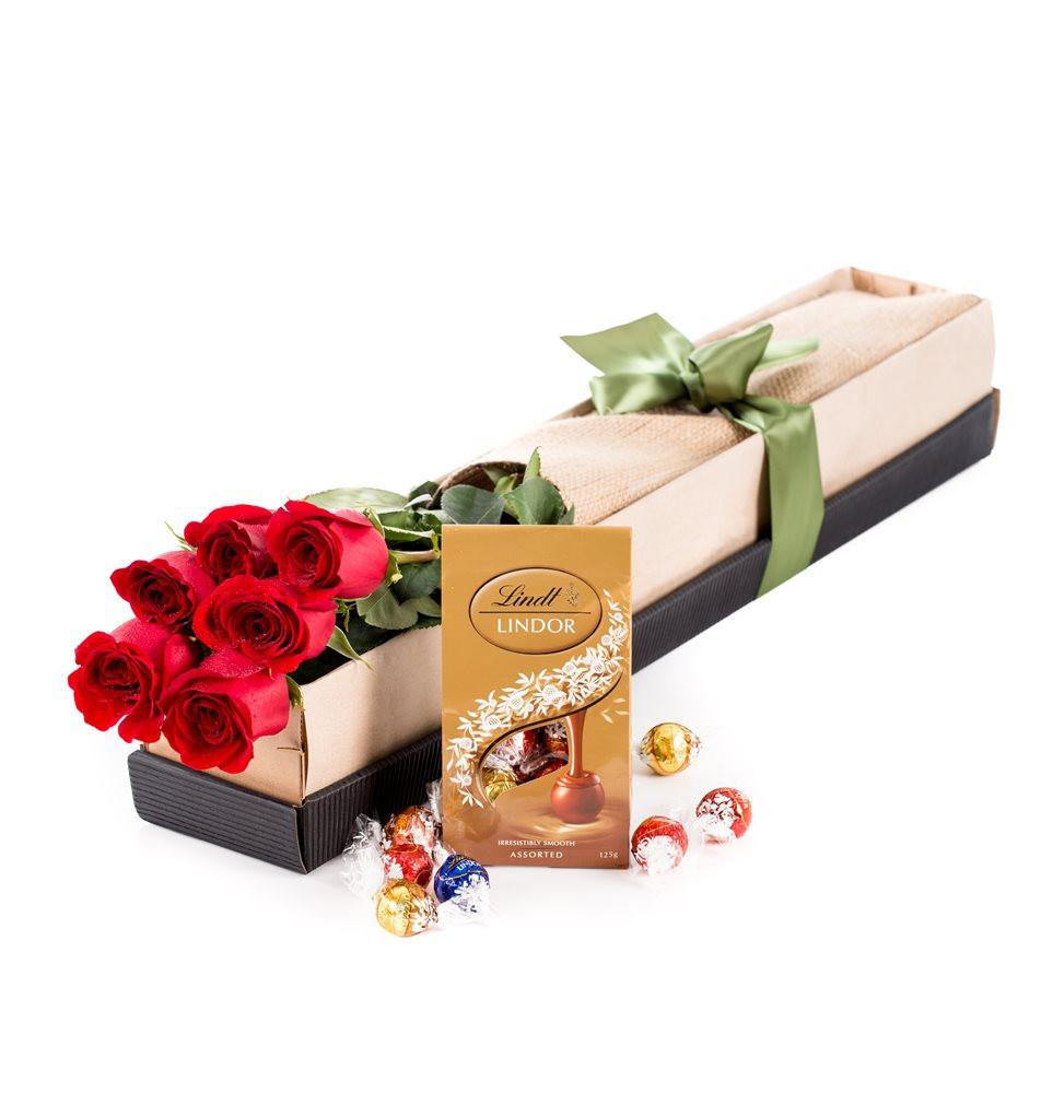 7 trandafiri rosii in cutie si ciocolata