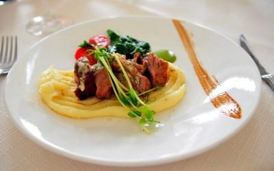 Filet de vedella ecològica amb puré de patates i salsa agredolça