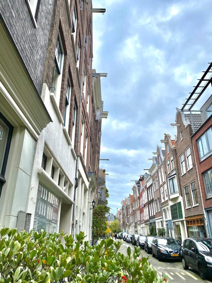 Fachadas inclinadas y poleas Amsterdam