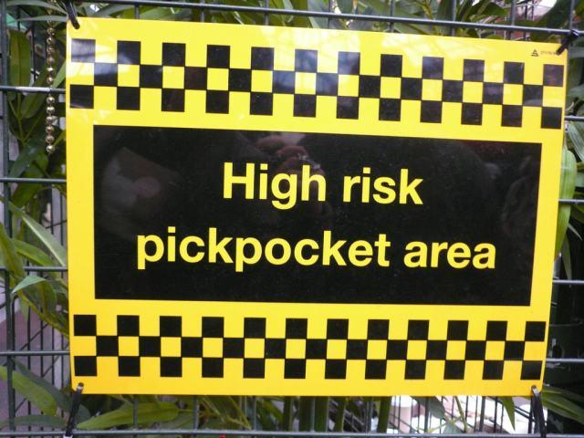 Pickpockets Warning Sign