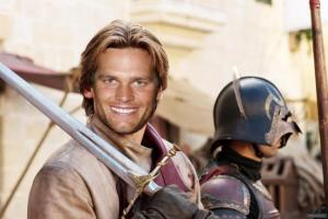 Tom Brady posing with fellow Lannister troops while sacking Riverrun.