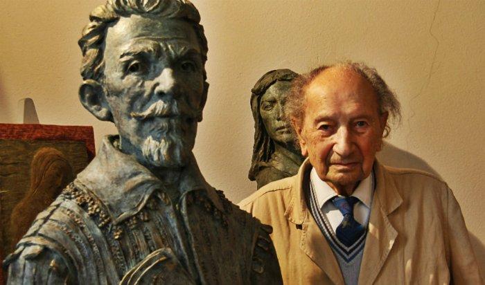 Lo scultore Mario Coppetti, decano degli artisti cremonesi