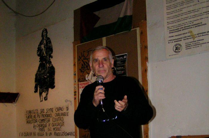 Renato Curcio durante la presentazione del suo ultimo libro al centro sociale Dordoni di Cremona