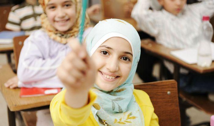 Studentessa con velo islamico