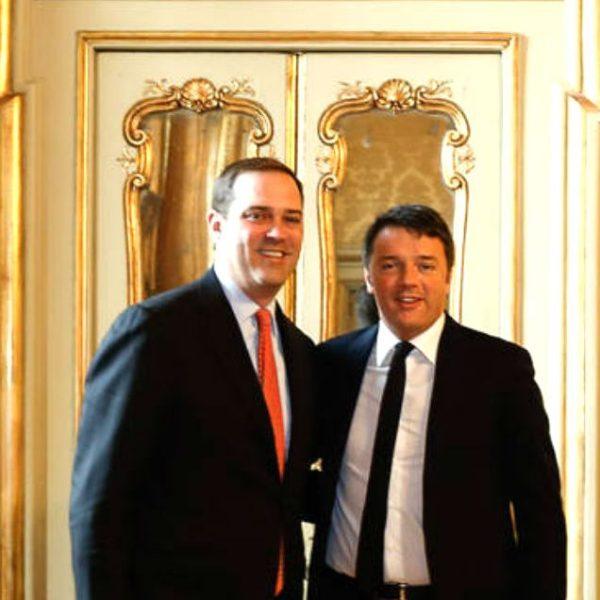 Chuck Robbins, ceo di Cisco Systems, con Matteo Renzi a Palazzo Chigi