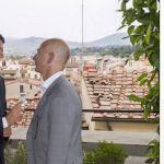 L'immagine dell'incontro di Firenze del 22 luglio 2016 tra Matteo Renzi e Jeff Bezos, fondatore, presidente e amministratore delegato di Amazon, pubblicata sulla pagina Facebook dell'ex presidente del Consiglio