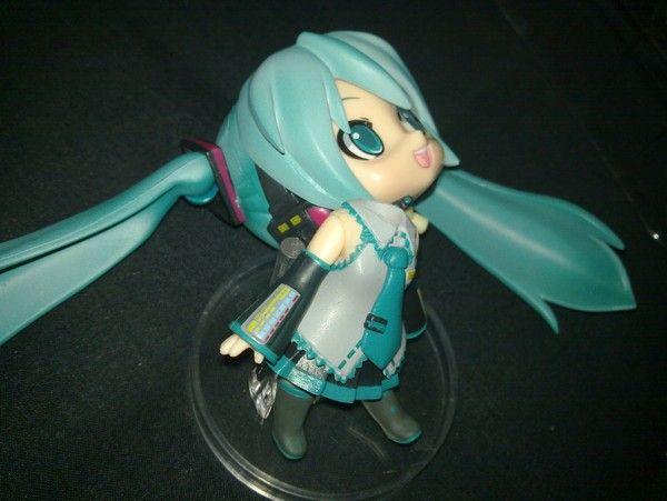 Bootleg anime figure