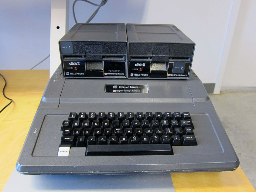 1024px-Bell_and_Howell_Apple_II.jpg