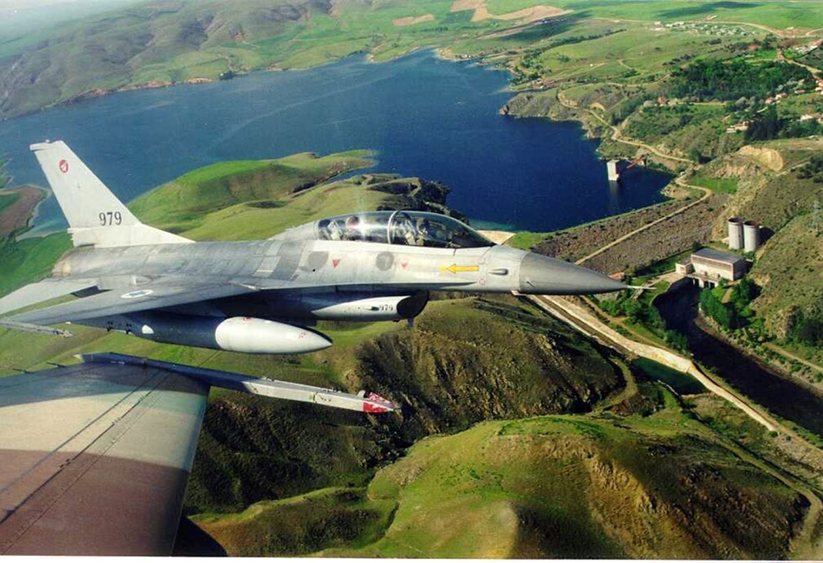 מטוס 979 לפני צביעה