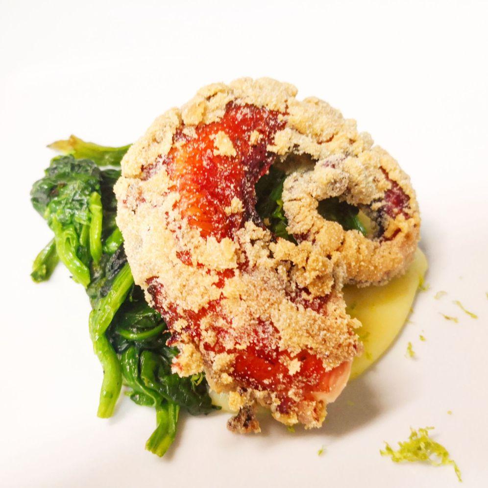 Polpo croccante cotto a bassa temperatura servito su crema di patate lime e zenzero