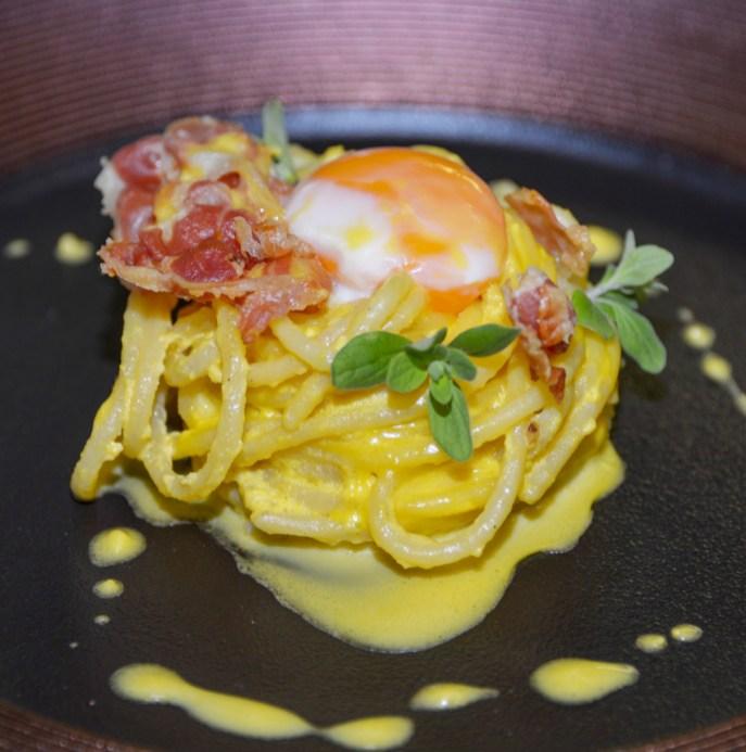 Spaghetto arrostito con spuma d'uovo bio e Guanciale Croccante