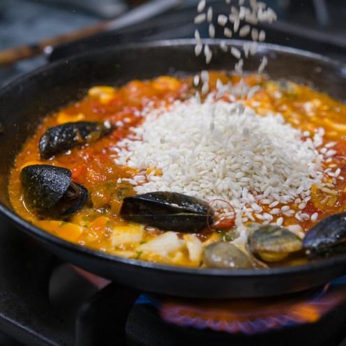 Soffritto e frutti di mare per paella de marisco (7)