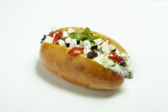 Marì - Maritozzo Greco - Mousse di feta, pomodorini, cetriolo, origano e olive Kalamata