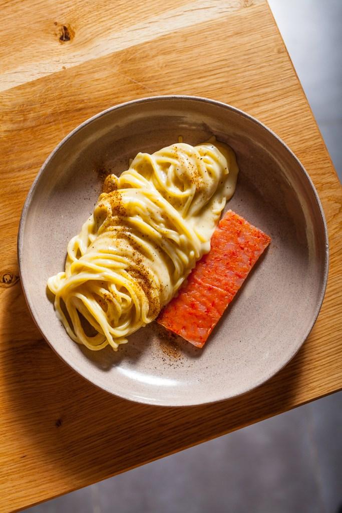 cacio e pepe con gamberi rossi arancia bruciat ristorante Almatò Roma
