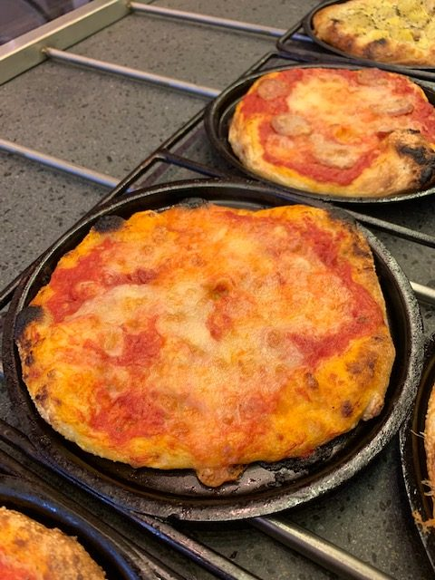 pizza Margherita di Amerina la Pizzetta nel padellino