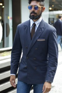 Jacket-with-narrow-button-stance-the-collar-does-not-look-good-with-the-tie-knot