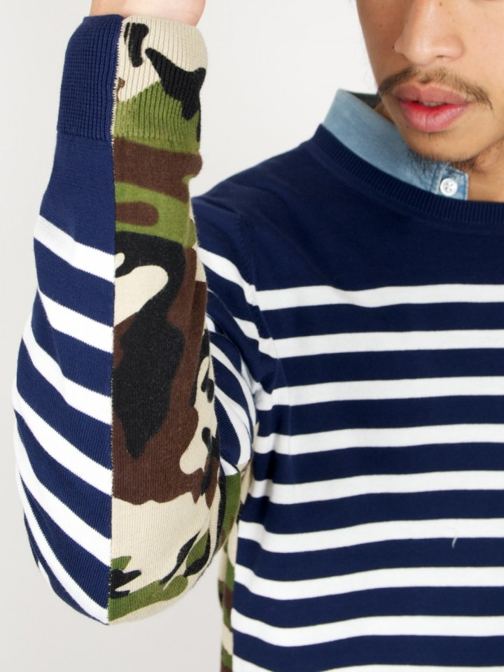 -side-panel-camo-border-crew-neck-knit-navy