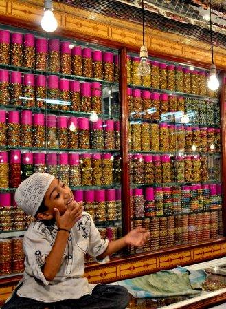 Lad in Lad Bazar