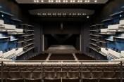 2階席中央から舞台を見る