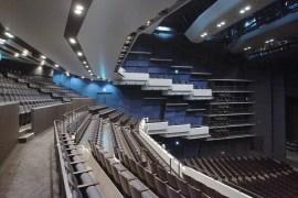 どの席からもみやすく舞台の見切れがない2階席