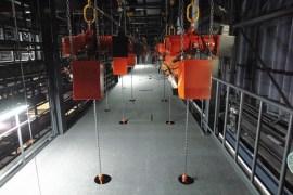 前舞台スノコ:客席上部に浮かぶ「浮雲」の内部