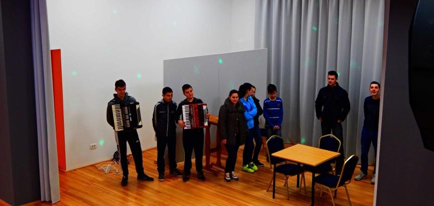 """Mladi na Gračacu pripremaju dramski komad """"Izgubljeni sin"""""""