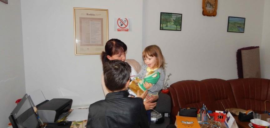 """Marko Bošnjak, Pinkova zvjezdica, darovao igračke UG RDPP """"Djeca nade"""" Prozor-Rama"""