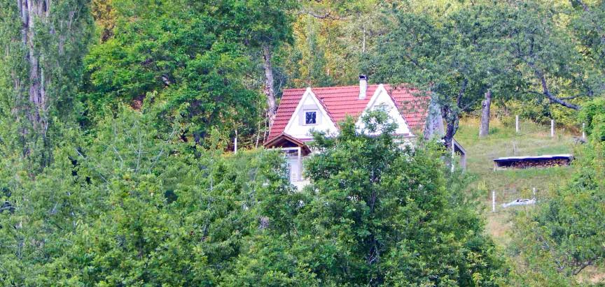 Na Uzdolu niču nove kuće i obnavljaju se stare