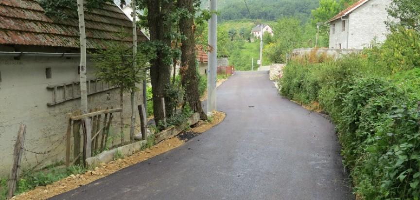 FOTO: Asfaltiranje u Jaklićima