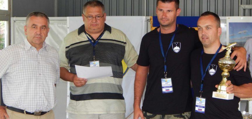 """Završeno ribolovno natjecanje; pobjednici ekipa """"Caras"""" iz Bilja, Osijek, R Hrvatska"""