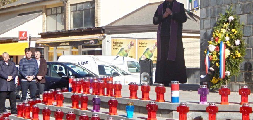FOTO: Zapaljenje svijeće za ramske branitelje