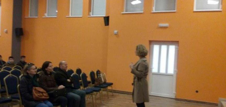 """FOTO: OŠ Gračac za svoje učenike organizirala prikazivanje snimke opere """"Diva Grabovčeva"""""""