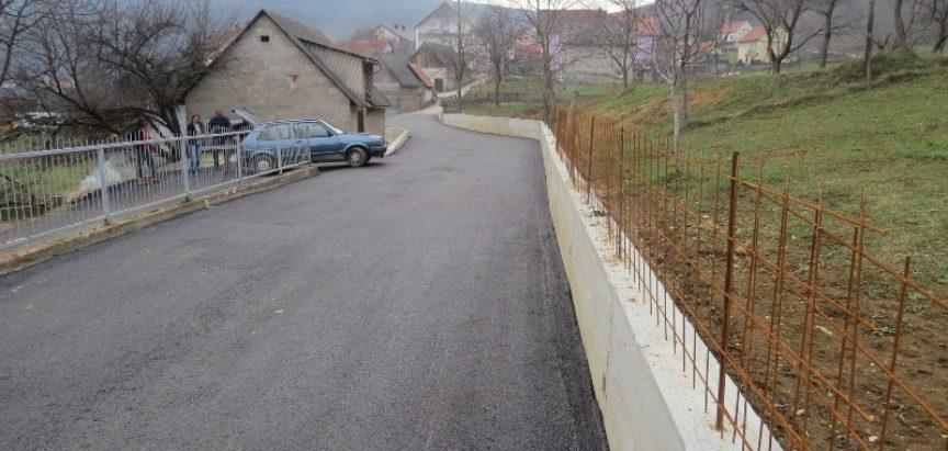 FOTO: Rumboci; završeno asfaltiranje puta Donje selo – Varvara