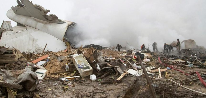 Zrakoplov je pao na selo u Kirgistanu, poginulo 37 ljudi
