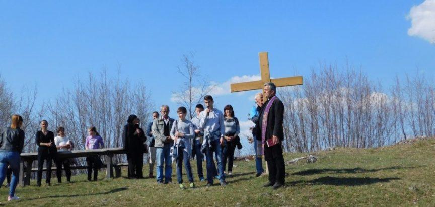 FOTO: Peta nedjelja Križnog puta na Gradac