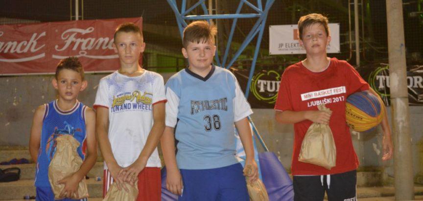 Foto: I najmlađi košarkaši nastupili na Streetballu Rama 2017.