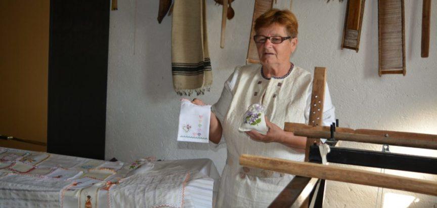 Tri u jedan: Ljubav, nostalgija i humanitarni rad Kate Karača